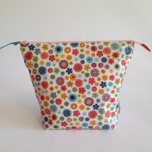 32-peace-and-love-large-zip-top-project-bag-main